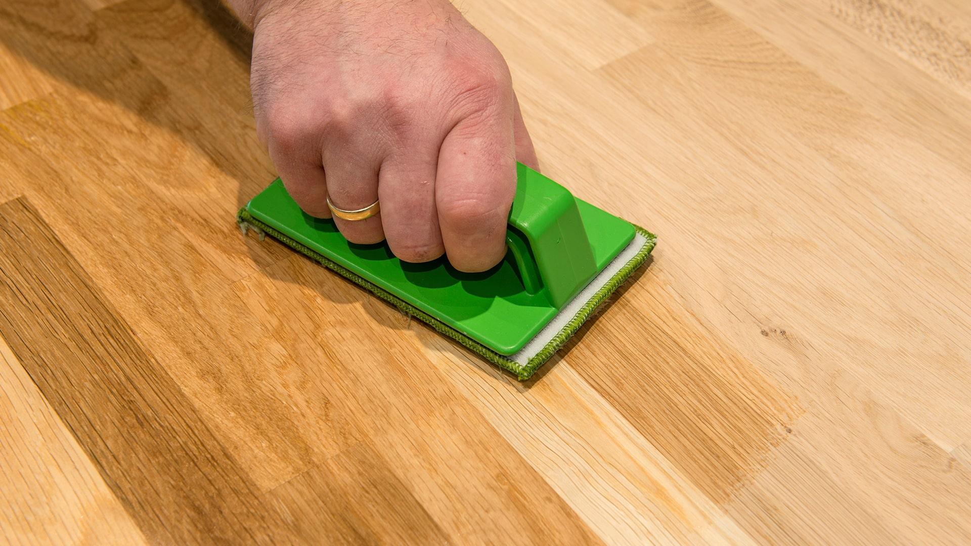 Eiken houten vloer onderhouden